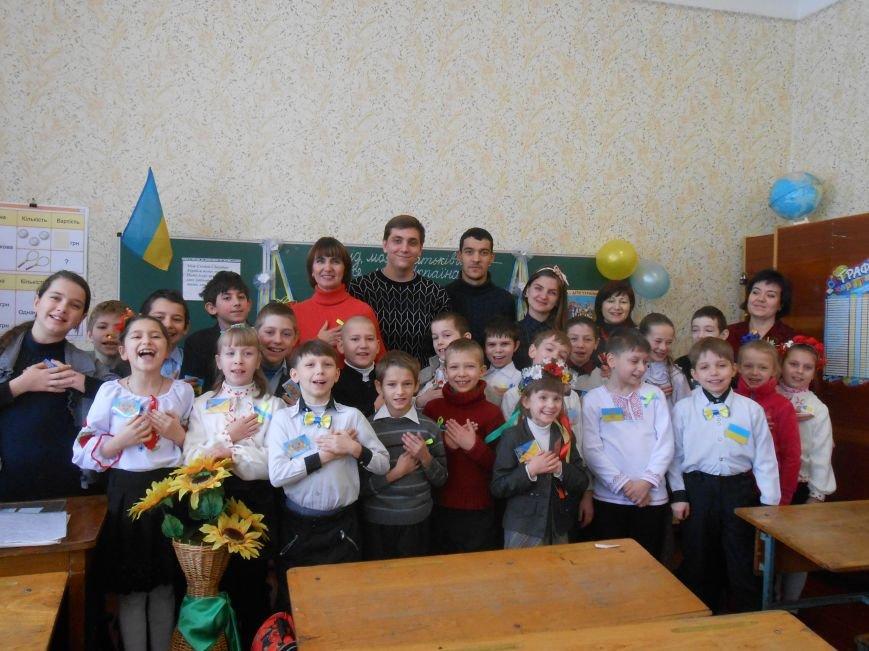В Днепродзержинске студенты поздравили школьников с Днем Соборности (фото) - фото 13