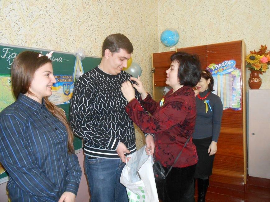 В Днепродзержинске студенты поздравили школьников с Днем Соборности (фото) - фото 14