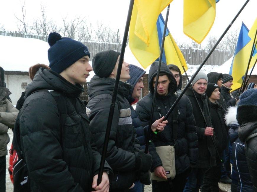 День Соборности: на Хортице запорожцы сформировали живую цепь в виде карты Украины, - ФОТОРЕПОРТАЖ (фото) - фото 9
