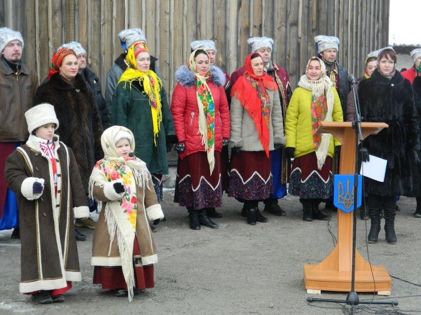 День Соборности: на Хортице запорожцы сформировали живую цепь в виде карты Украины, - ФОТОРЕПОРТАЖ (фото) - фото 6