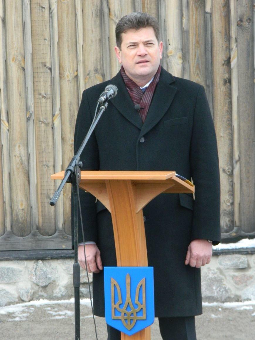 День Соборности: на Хортице запорожцы сформировали живую цепь в виде карты Украины, - ФОТОРЕПОРТАЖ (фото) - фото 7