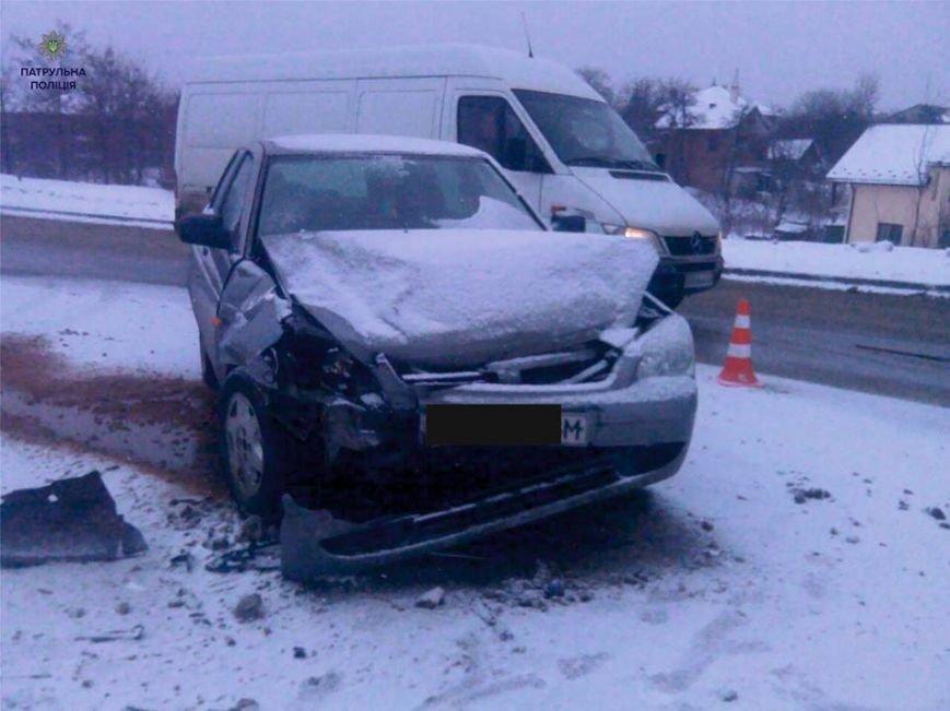 На вул. Пасічній водій автомобіля влаштував аварію і пішов з місця події  (ФОТО), фото-4