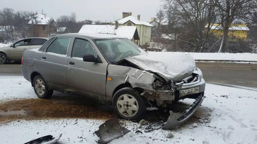 На вул. Пасічній водій автомобіля влаштував аварію і пішов з місця події  (ФОТО), фото-3