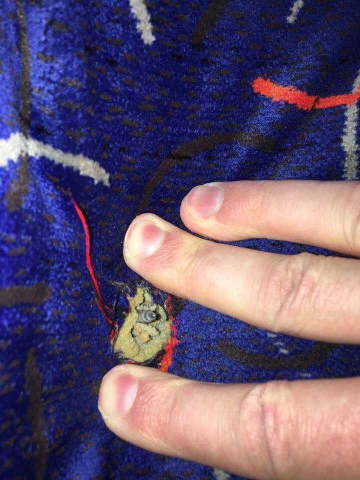 Из-за сломанного сиденья в маршрутке пассажиры порвали себе штаны, - ФОТО (фото) - фото 1