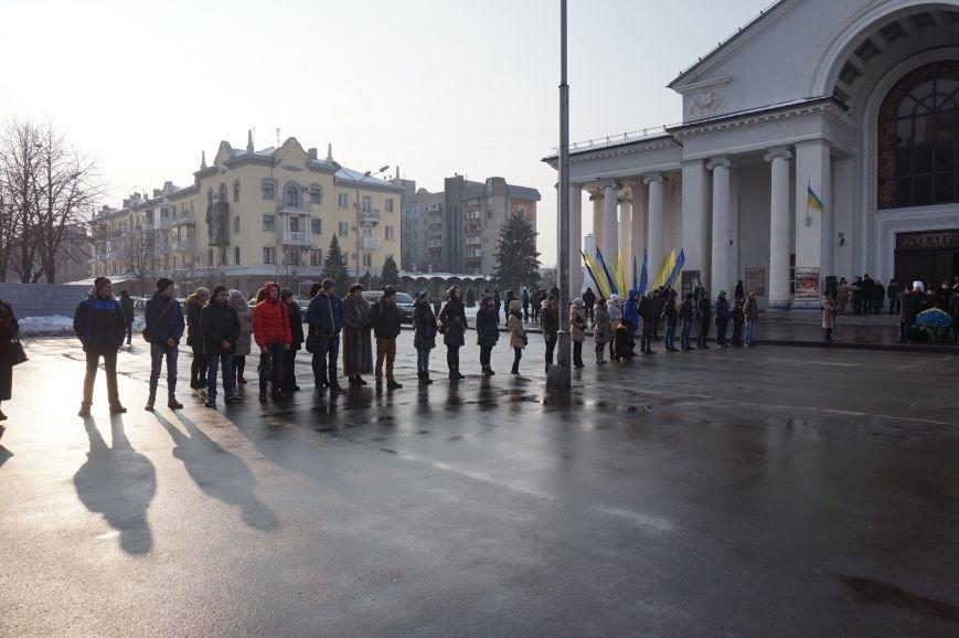 Ко Дню Соборности Украины в Кривом Роге традиционно возложили цветы к памятнику Тарасу Шевченко (ФОТО) (фото) - фото 1