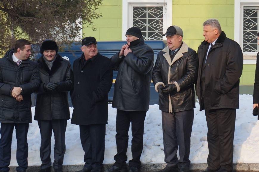 Ко Дню Соборности Украины в Кривом Роге традиционно возложили цветы к памятнику Тарасу Шевченко (ФОТО) (фото) - фото 2