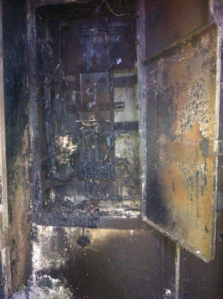 В Кривом Роге во время ночного пожара погибла женщина и спасены 5 человек, среди которых был ребенок (ФОТО, ОБНОВЛЕНО) (фото) - фото 1