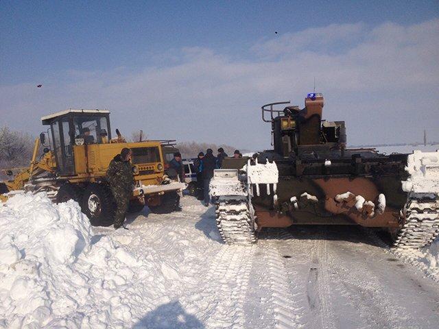Николаевские спасатели расчистили трассу на Кировоград (ФОТО) (фото) - фото 2