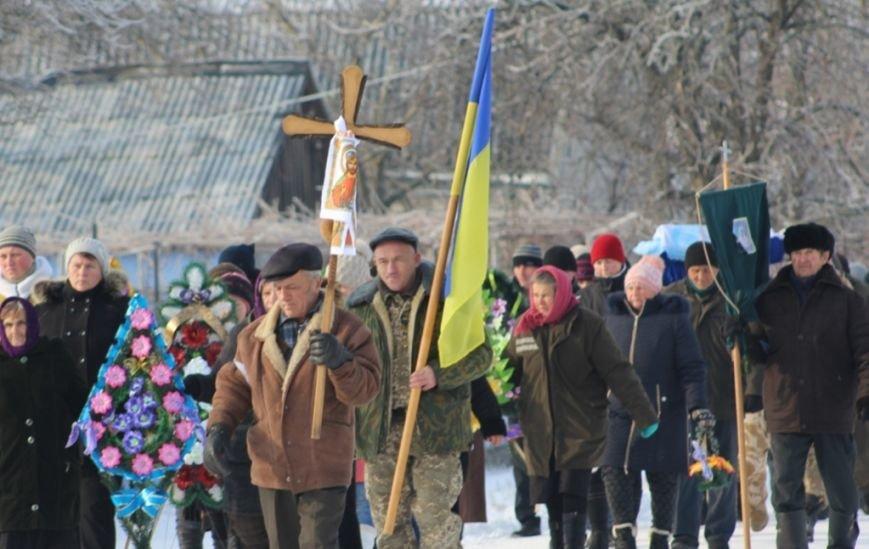 Николаевщина провела погибших бойцов АТО в последний путь, стоя на коленях (ФОТО) (фото) - фото 8