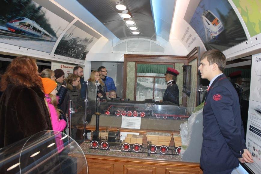 В поезде-музее каждый может побыть в роли машиниста локомотива (фото) - фото 3