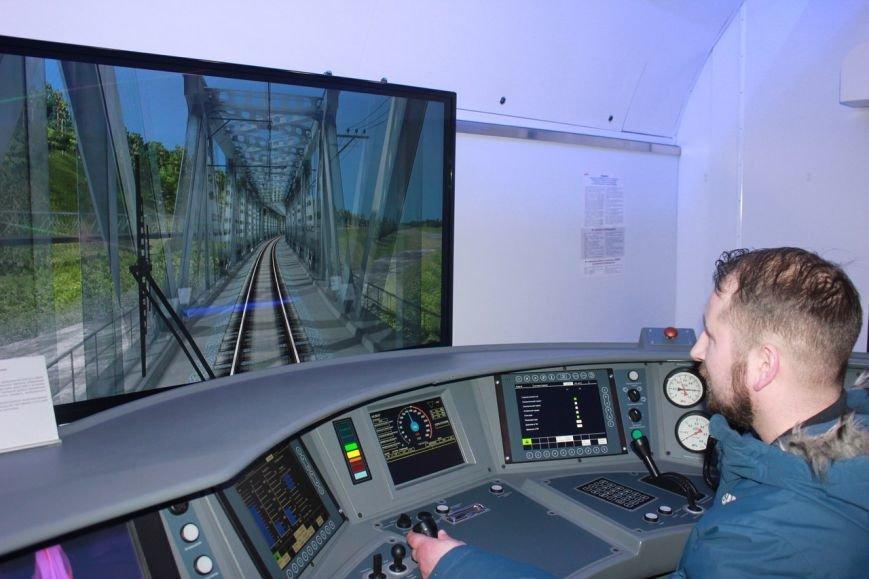 В поезде-музее каждый может побыть в роли машиниста локомотива, фото-16