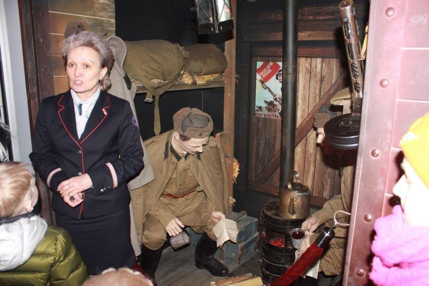 В поезде-музее каждый может побыть в роли машиниста локомотива (фото) - фото 1