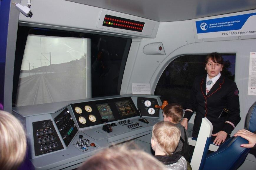 В поезде-музее каждый может побыть в роли машиниста локомотива (фото) - фото 7