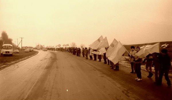 Цепь единения в Днепропетровске: история традиции (ФОТО) (фото) - фото 1