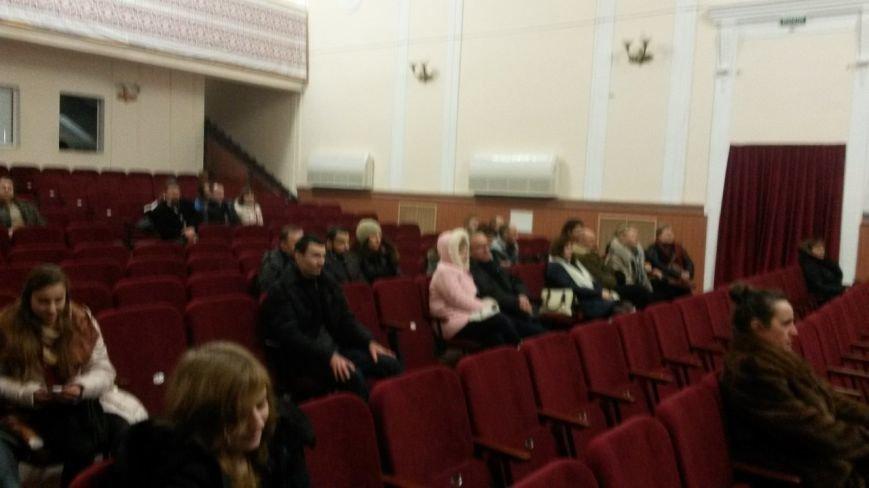 Мариупольцы смотрели кино о выборах ,волонтёрах и самообороне (ФОТО) (фото) - фото 1