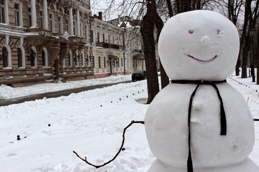 3a510bf31593714e671727b7971c8753 Одесситы лепят забавных снеговиков