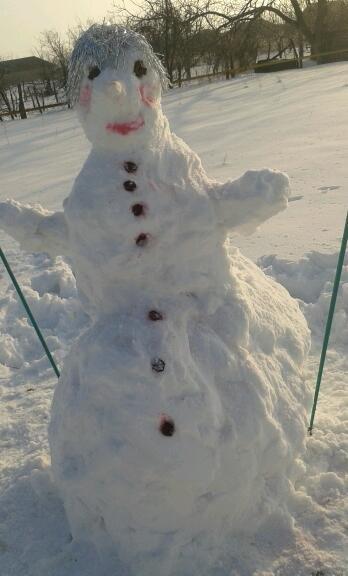 b04f1d70e48e44d60a1c477c9b6d2e3b Одесситы лепят забавных снеговиков