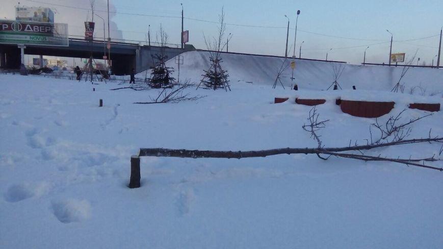 На Осокорках вандалы уничтожили сквер на месте скандальной застройки (ФОТО), фото-2