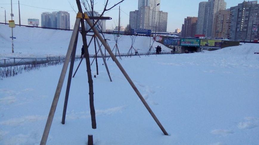 На Осокорках вандалы уничтожили сквер на месте скандальной застройки (ФОТО), фото-1