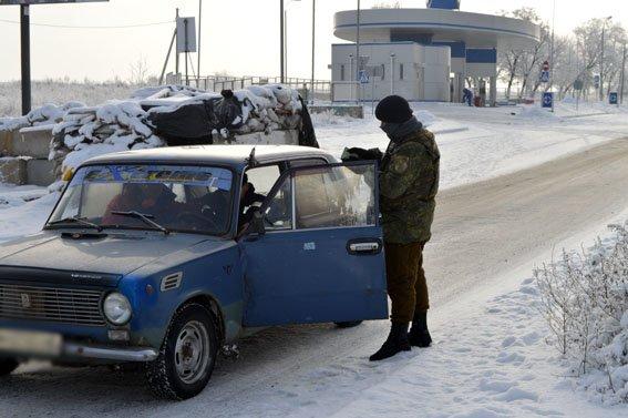 Чтобы избежать конфликтных ситуаций на блокпосту Краматорска идет видеофиксация работы полиции (фото) - фото 1