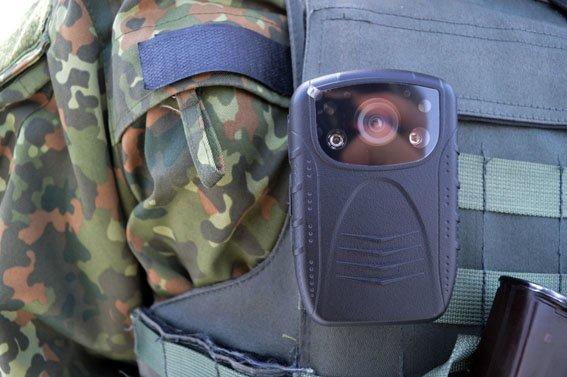 Чтобы избежать конфликтных ситуаций на блокпосту Краматорска идет видеофиксация работы полиции (фото) - фото 3