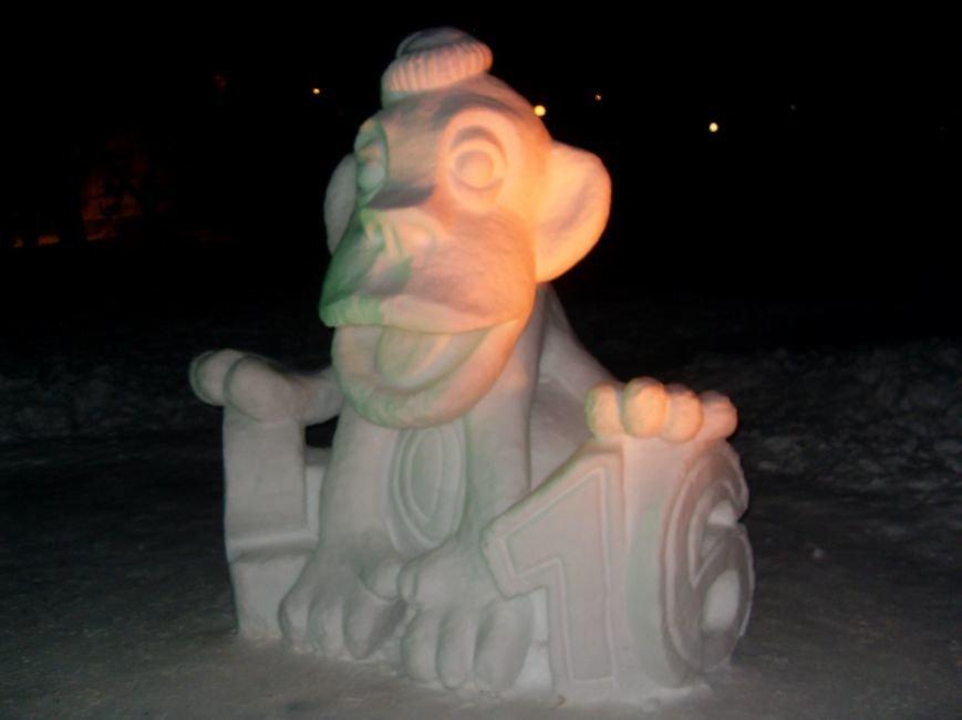 В Николаеве снежные гиганты стоят на страже детского веселья (ФОТОРЕПОРТАЖ) (фото) - фото 7