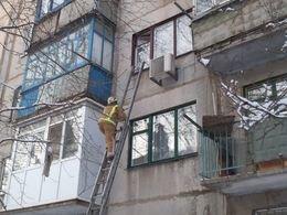 Краматорские спасатели открывали квартиру с двухлетней малышкой (фото) - фото 1