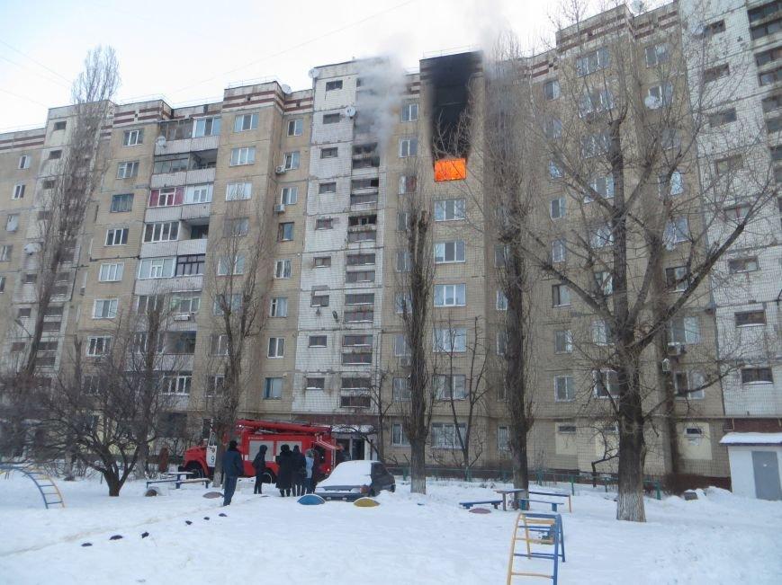 На Левобережье Днепродзержинска сильный пожар уничтожил квартиру (фото) - фото 1