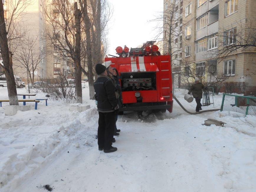 На Левобережье Днепродзержинска сильный пожар уничтожил квартиру (фото) - фото 8