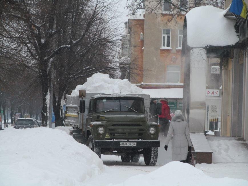 Из Кременчуга начали вывозить снег на окраины города, фото-1