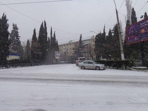 Такого снегопада... В Ялте как всегда не ждали (фото) - фото 4