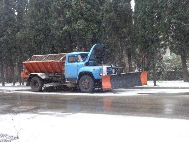 Такого снегопада... В Ялте как всегда не ждали (фото) - фото 10