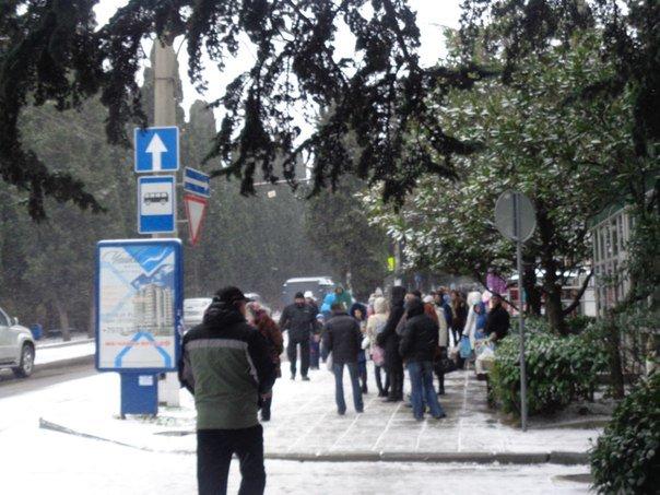 Такого снегопада... В Ялте как всегда не ждали (фото) - фото 9