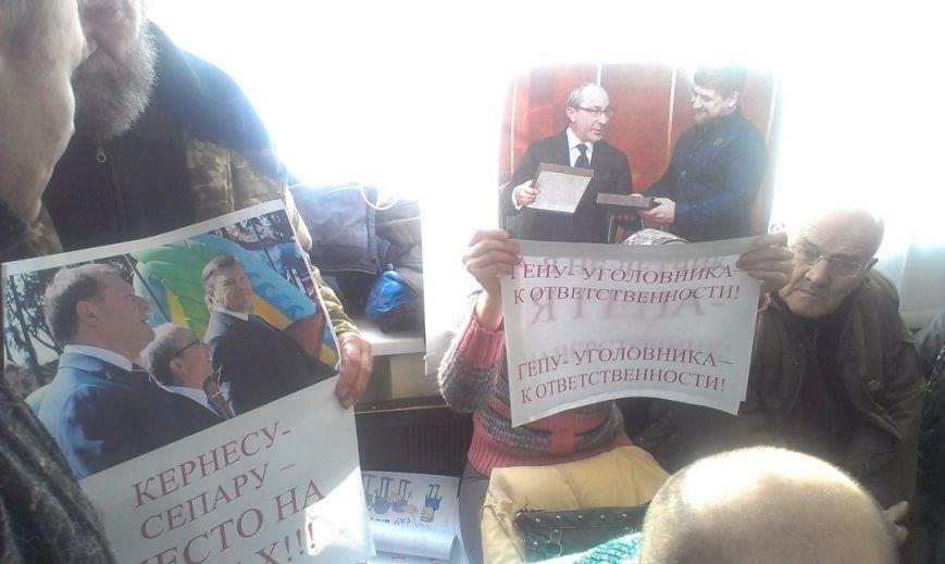 В Полтавском суде активисты из Харькова показали Кернеса в образе убийцы (ФОТО) (фото) - фото 1