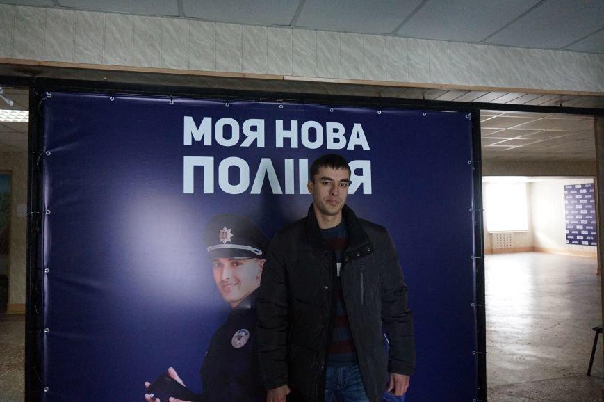 Общественные активисты и депутаты горсовета отбирают будущих полицейских в патрульную службу Кривого Рога (ФОТО) (фото) - фото 1