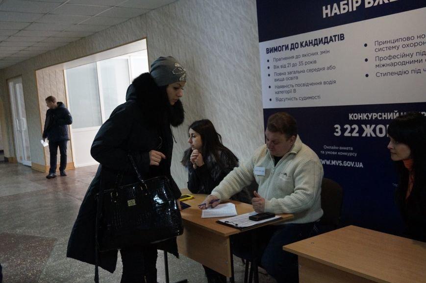 Общественные активисты и депутаты горсовета отбирают будущих полицейских в патрульную службу Кривого Рога (ФОТО) (фото) - фото 2