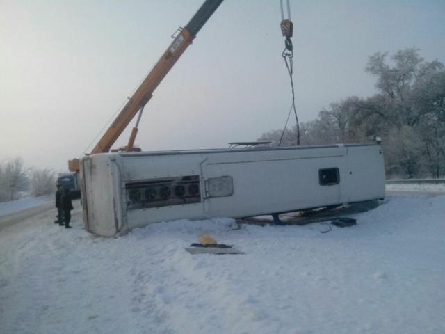 Под Харьковом перевернулся автобус: есть пострадавшие (ФОТО), фото-2