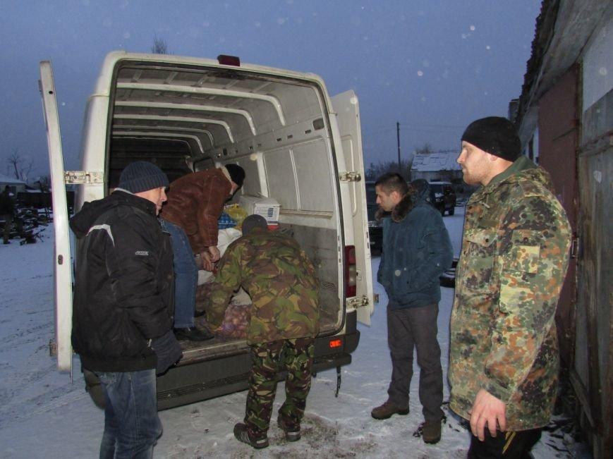 Представители Николаевщины отвезли провизию и подарки бойцам в зону АТО (ФОТО) (фото) - фото 1