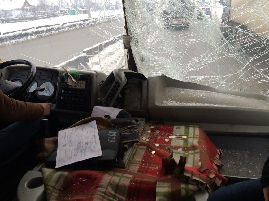 Муршрутка врезалась в грузовик на Московском шоссе, есть пострадавшие (фото) - фото 1