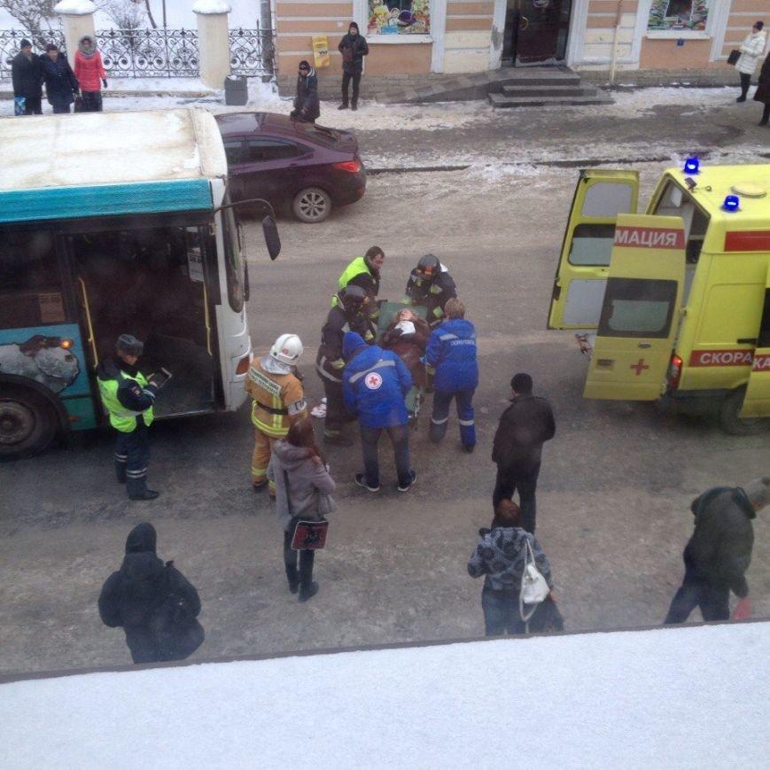 В Пушкине пожилая женщина попала под колеса автобуса, фото-2
