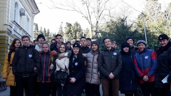 Ялтинским школьникам провели экскурсию по городскому управлению полиции, фото-3