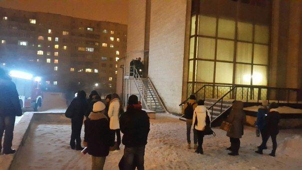 У Львові горить магазин у торговому центрі (ФОТО), фото-3