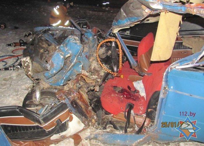 Витебчанин на МАЗе выехал на встречку и протаранил «Жигули»: трое пострадавших (фото) - фото 1