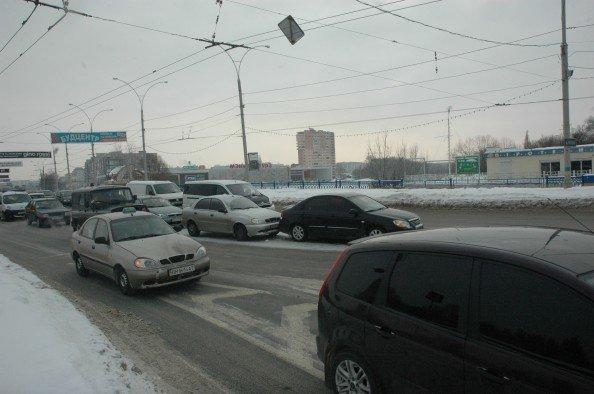 На Харьковском мосту в Сумах небольшая проба из-за ДТП (ФОТО), фото-5