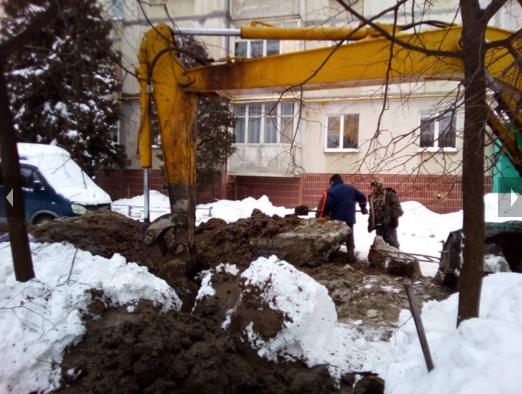 В Сумах разрыли «евродвор» из-за порыва трубы (ФОТО) (фото) - фото 1