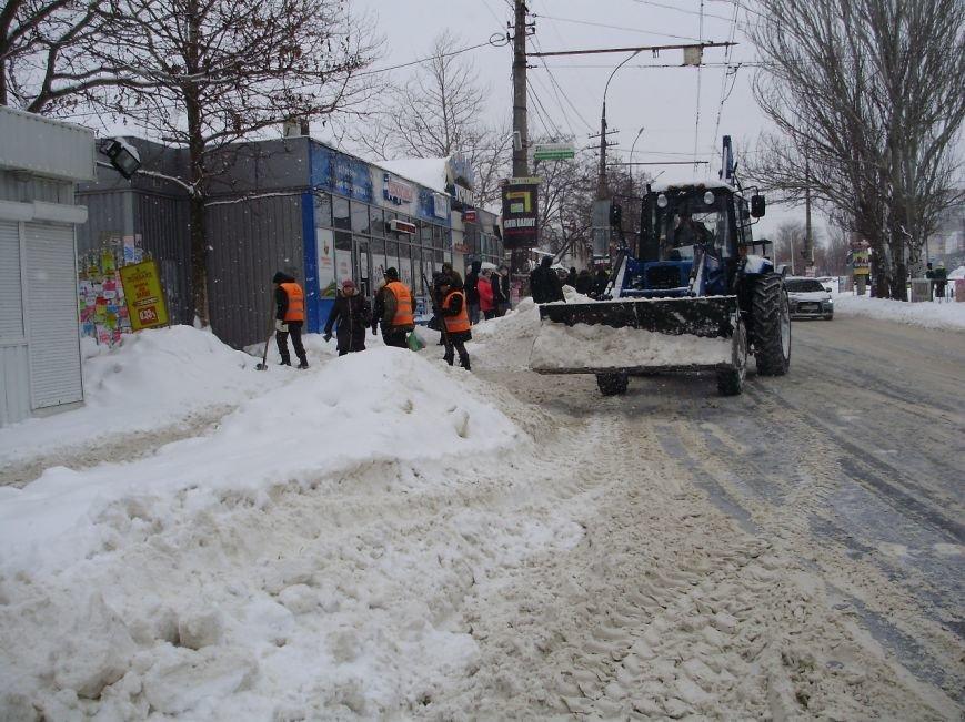 Николаевские коммунальщики расчистили от снега остановки в Соляных (ФОТО) (фото) - фото 2