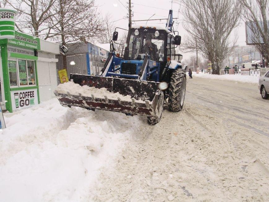 Николаевские коммунальщики расчистили от снега остановки в Соляных (ФОТО) (фото) - фото 1