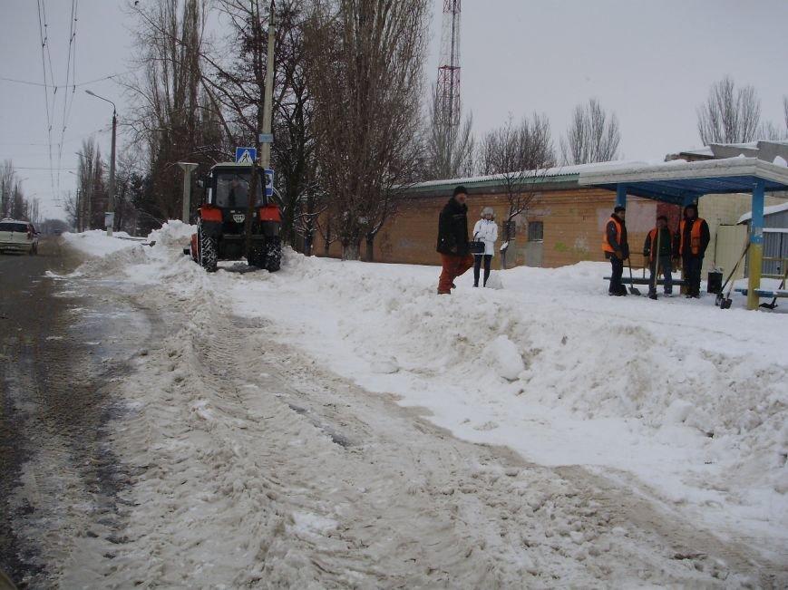 Николаевские коммунальщики расчистили от снега остановки в Соляных (ФОТО) (фото) - фото 3