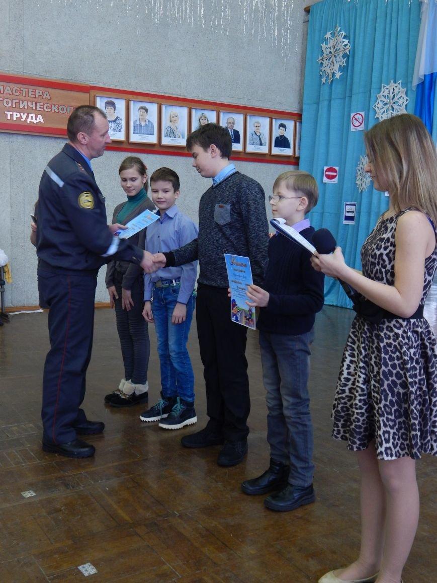 Как во Дворце детей молодежи новополоцкие ученики правила дорожного движения изучали (фото) - фото 3