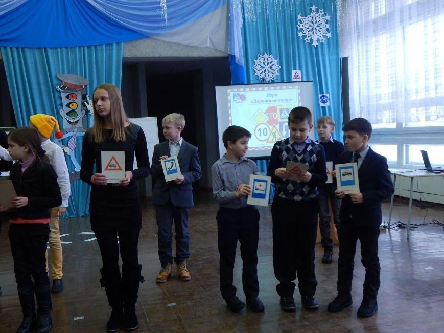 Как во Дворце детей молодежи новополоцкие ученики правила дорожного движения изучали (фото) - фото 2